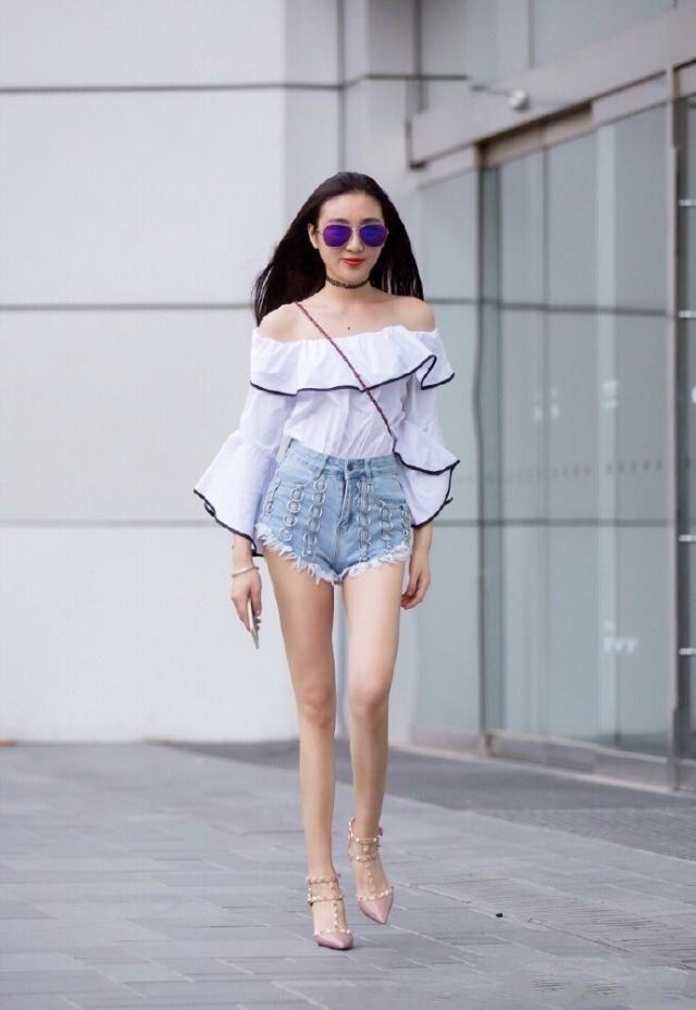 清爽夏季搭配 露腰半袖配牛仔热裤 简单又迷人