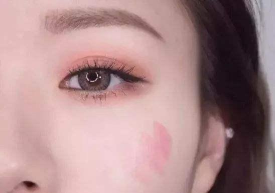 水蜜桃妆容怎么画 蜜桃斩男妆水嫩甜美