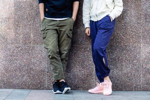 篮球鞋搭配什么裤子 搭配工装裤DJ酷炫男孩必备