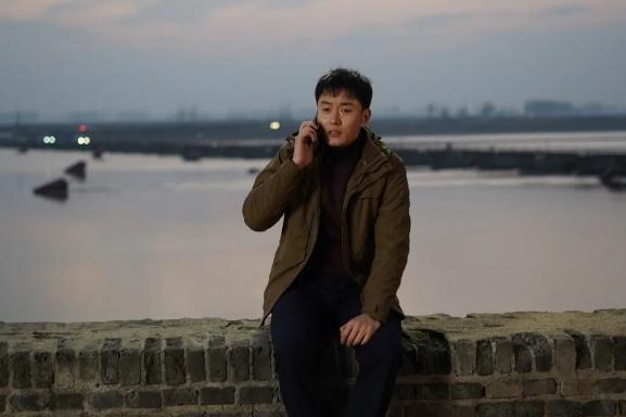 《千顷澄碧的时代》:向世界深情讲述中国扶贫故事