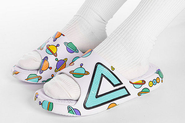 匹克 x MOMO PLANET 全新联名态极运动拖鞋上架发售