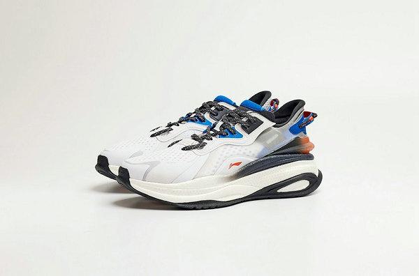 李宁超越 V 鞋款首发配色亮相,䨻科技加持