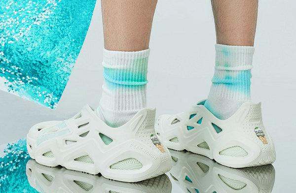 匹克态极 x 京东联名洞洞鞋开启预售,可拆卸态极鞋垫