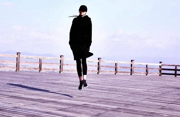 Vibram 全新 V-NEOP 五指鞋黑白配色发布,经典方案