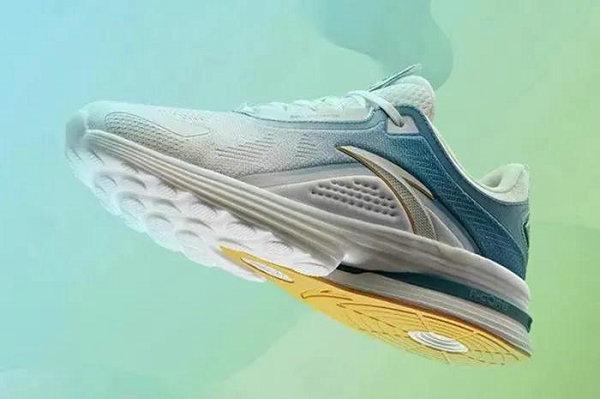 安踏全新 A-CORE 科技跑鞋系列上架,更多舒适选择