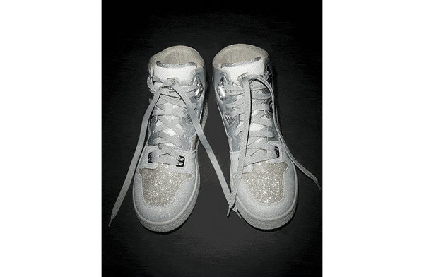 Acne Studios 全新闪银色 08STHLM 运动鞋亮相