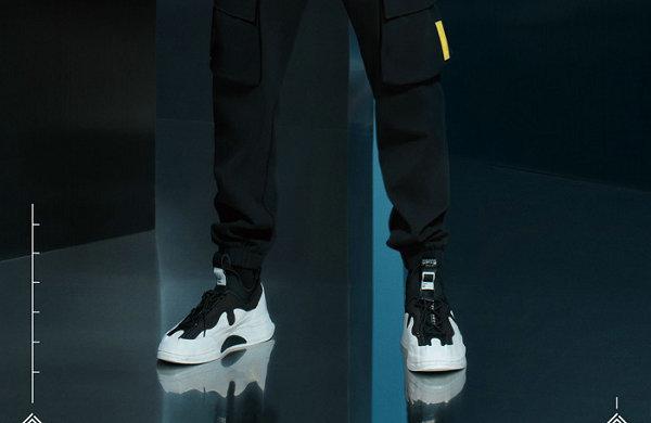 """安踏全新""""星炼""""鞋款释出,灵感源自老北京布鞋"""