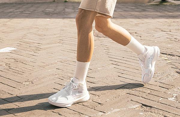 """匹克态极大三角全新""""纯白""""配色鞋款开售"""