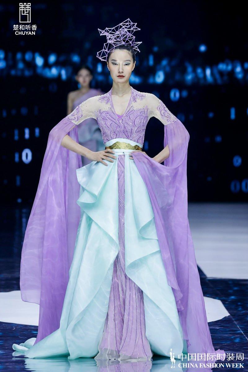 著名设计师楚艳的「楚和听香CHUYAN」中国国际时装周SS22宣布会